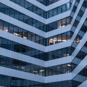 Analiza przedmiotowego wyłączenia stosowania ustawy PZP do nabycia własności lub innych praw do istniejących budynków lub nieruchomości